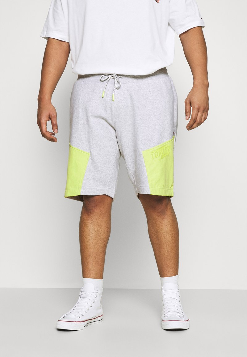 Tommy Jeans Plus - COLORBLOCK  - Shorts - silver grey heather/faded lime
