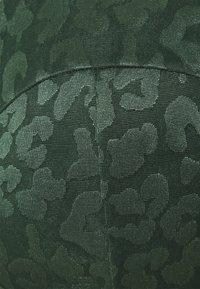 Hunkemöller - TONAL LEO - Multiway / Strapless bra - khaki - 3