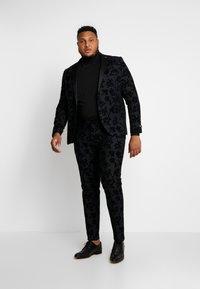 Twisted Tailor - KATRIN FLORAL FLOCK SUITPLUS - Suit - charcoal - 0