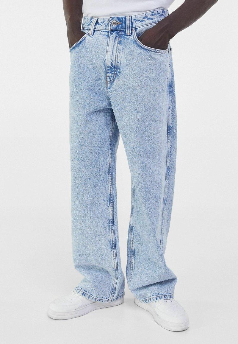 Bershka - Flared Jeans - blue denim