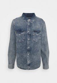 Calvin Klein Jeans - MODERN WESTERN - Shirt - denim light - 0
