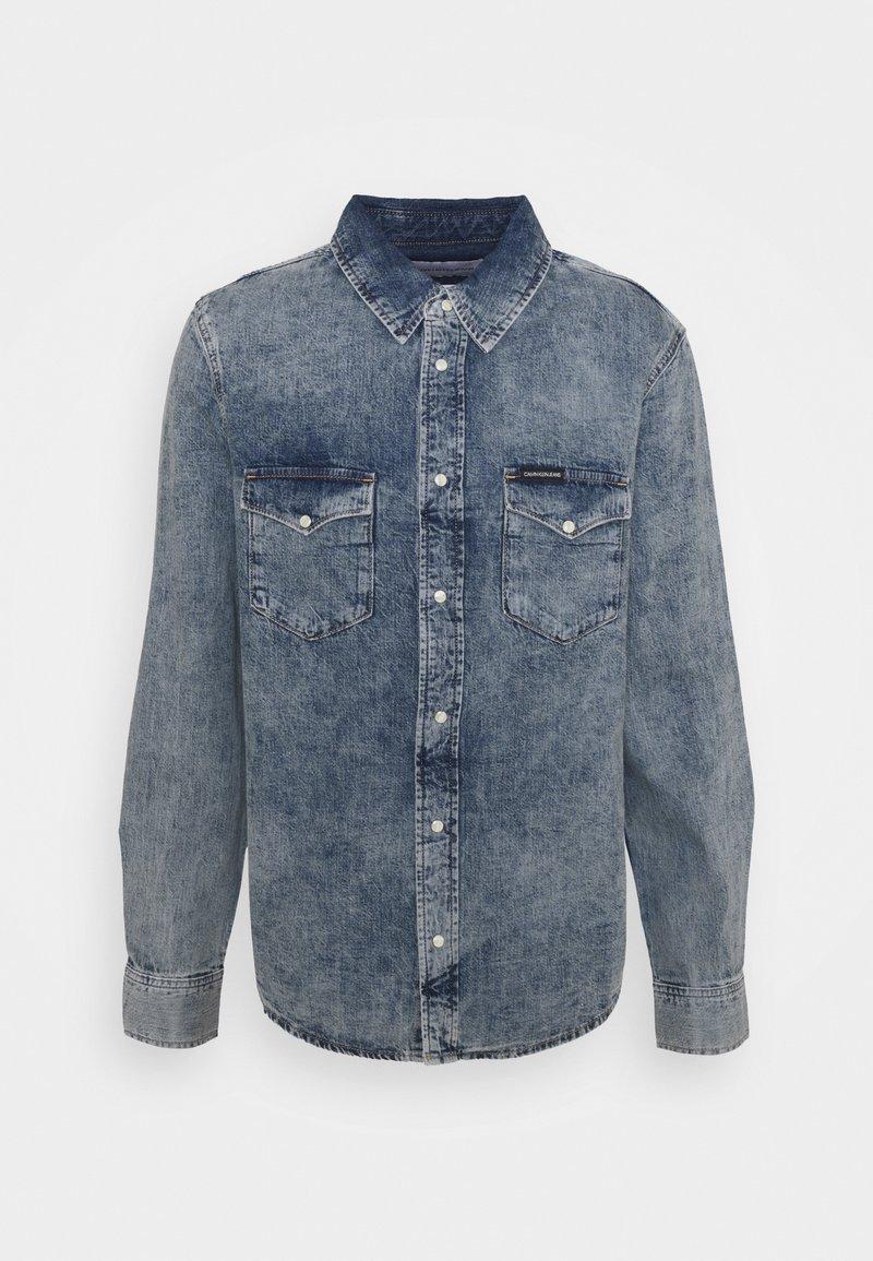 Calvin Klein Jeans - MODERN WESTERN - Shirt - denim light