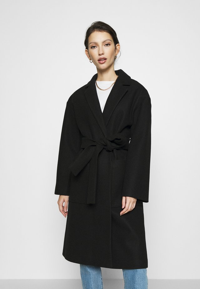 PATCH POCKET ROBE - Cappotto classico - black