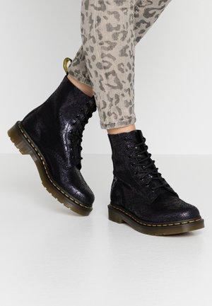 1460 PASCAL - Snørestøvletter - black iridescent crackle