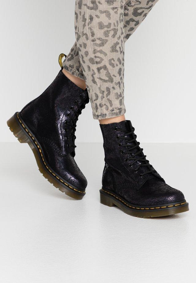 1460 PASCAL - Šněrovací kotníkové boty - black iridescent crackle