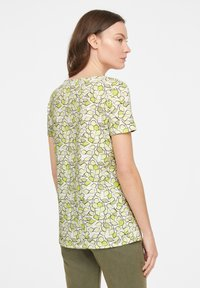 comma casual identity - Print T-shirt - offwhite leaf - 1