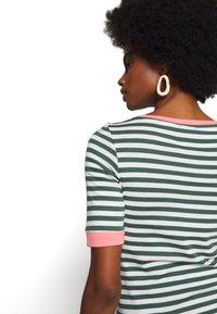 edc by Esprit - CONTRAST NECK - T-shirts med print - khaki green - 3
