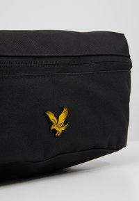 Lyle & Scott - CROSS BODY SLING - Ledvinka - true black