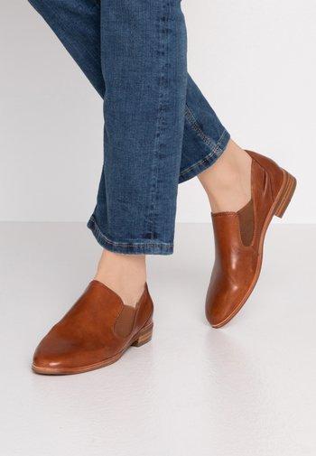 Nazouvací boty - terra