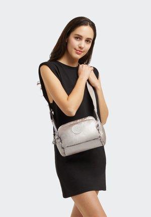 JENERA S - Across body bag - metallic glow