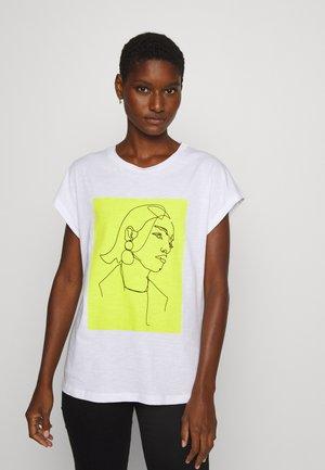 KARADELLA - T-shirts med print - optical white