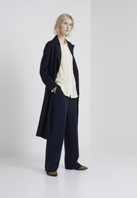 Filippa K - HUTTON TROUSERS - Trousers - navy - 1