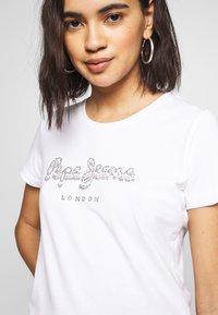 Pepe Jeans - BEATRICE - Print T-shirt - optic white - 4