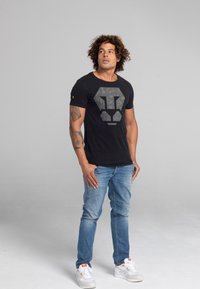 Liger - LIMITED TO 360 PIECES - ZENDER - PATCH - Print T-shirt - black - 1