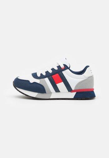 Baskets basses - blue/red