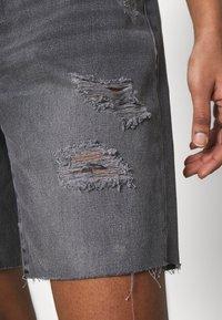 Noisy May - NMLUCKY LONGBOARDER - Shorts di jeans - black - 4