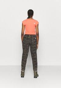 Eivy - BIG BEAR PANTS - Pantalon classique - brown - 2
