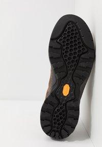 Scarpa - MOJITO URBAN GTX - Zapatillas de senderismo - chocolate - 4
