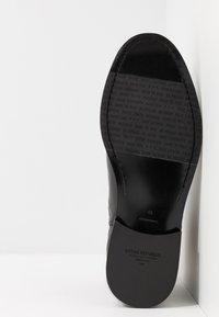 Royal RepubliQ - ALIAS CLASSIC CHELSEA - Kotníkové boty - black - 4