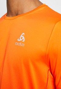 ODLO - ELEMENT LIGHT - T-shirt - bas - mandarin red - 4