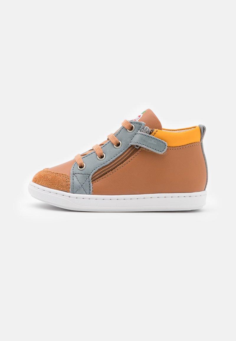 Shoo Pom - BOUBA BI ZIP - Baby shoes - light camel/jeans/jaune