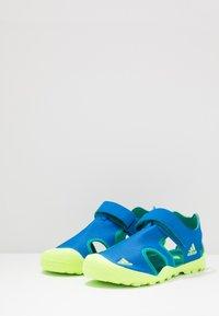 adidas Performance - TERREX CAPTAIN TOEY UNISEX - Chodecké sandály - glow blue/signal green - 3