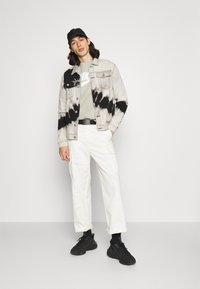 Nike Sportswear - Sudadera - stone/white - 1