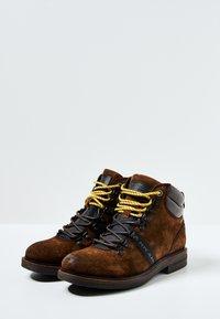 Pepe Jeans - Šněrovací kotníkové boty - cognac - 2