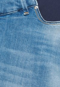 Envie de Fraise - TAYLER - Denim shorts - light wash denim - 2
