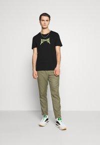 YOURTURN - UNISEX - T-shirt med print - black - 1