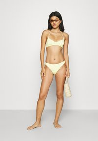Weekday - NOVA SWIM - Bikini top - light yellow - 1