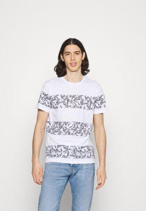 JORMONDAY - Print T-shirt - cloud dancer