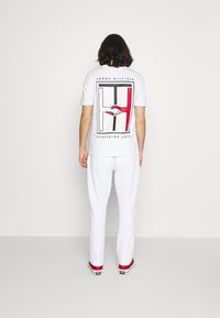 Tommy Hilfiger - ONE PLANET UNISEX - Tracksuit bottoms - white - 2