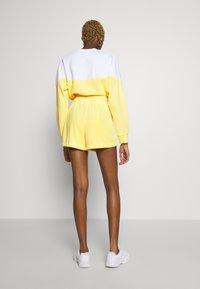 Nike Sportswear - RETRO FEMME - Shorts - topaz gold - 2
