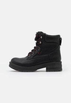 HANZEL - Platåstøvletter - black
