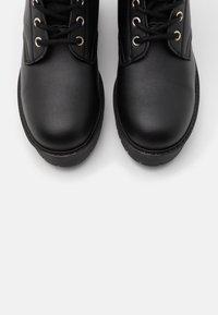 NAE Vegan Shoes - MANDY VEGAN - Platform-saappaat - black - 5