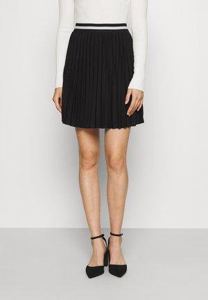 VMVALENTINA TENNIS PLISSE SKIRT - Pleated skirt - black