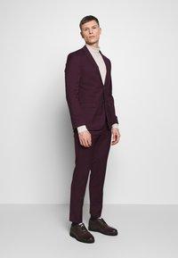 Limehaus - SUIT SLIM FIT - Kostym - bordeaux - 0