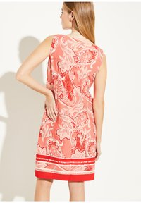 comma - MIT ALLOVER-PRINT - Day dress - coral paisley print - 2