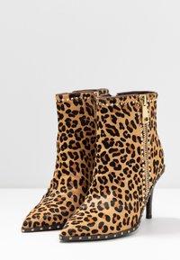 Alma en Pena - High heeled ankle boots - camel - 4