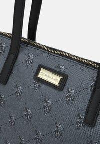 U.S. Polo Assn. - HAMPTON POUCH PRINTED - Shopping bag - black - 3