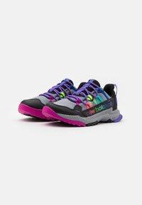 New Balance - GESHALB UNISEX - Běžecké boty do terénu - black/multicolor - 1