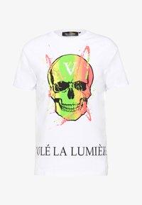 Volé la lumière - PAINT SPLATTER SKULL - T-shirt imprimé - white - 0