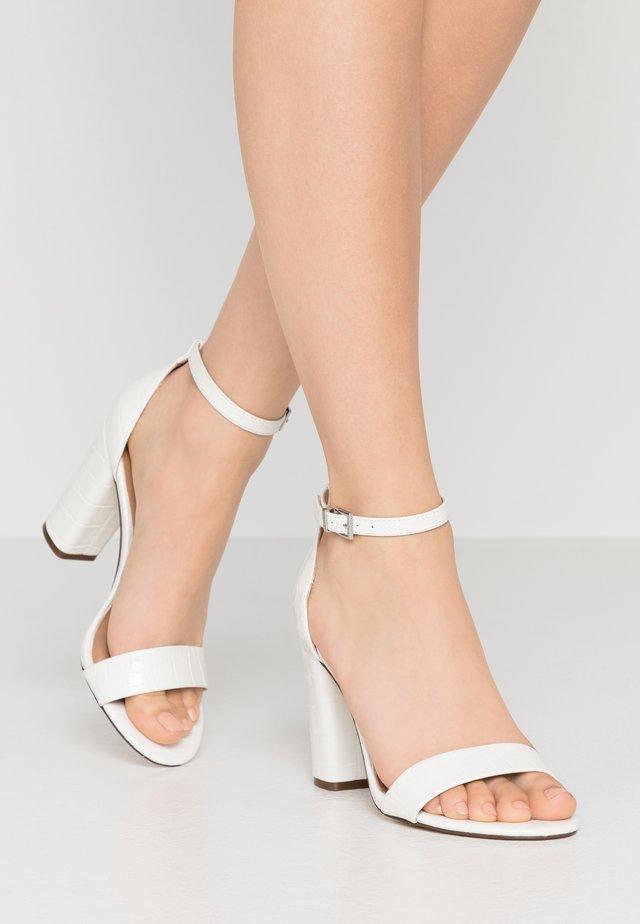 TAYVIA  - Højhælede sandaletter / Højhælede sandaler - white