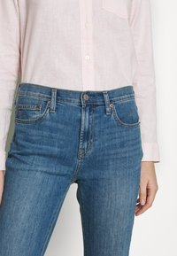 GAP - DUERO - Jeans bootcut - medium wash - 5