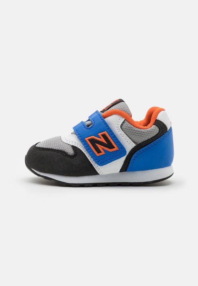 IZ996MBO - Sneakers - blue/orange