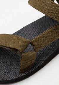 Teva - ORIGINAL UNIVERSAL - Chodecké sandály - dark olive - 5