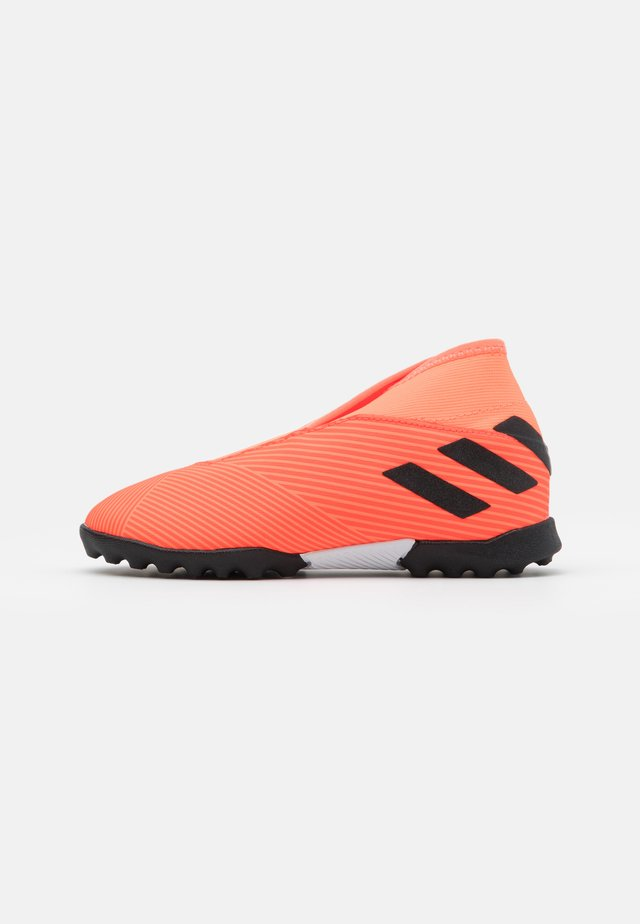 NEMEZIZ 19.3 FOOTBALL TURF UNISEX - Chaussures de foot multicrampons - signal coral/core black/solar red