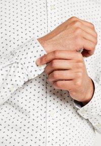 DOCKERS - ALPHA BUTTON UP - Shirt - burke light grey heather - 3