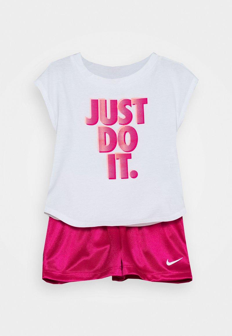 Nike Sportswear - GRAPHIC SET - T-shirt imprimé - fireberry